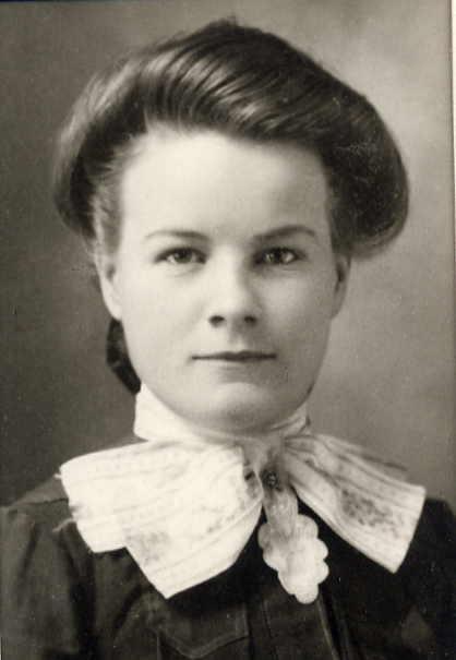 Susan (Weir) Clarke Year: circa 1910 Place Name: Lakehurst, Ontario Taken at her home town before marrying Franke Clarke in 1915
