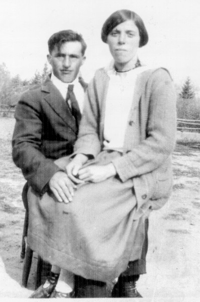 Sam and Margaret Holowachuk Year: 1925 Place Name: Preeceville Image Source: Unknown