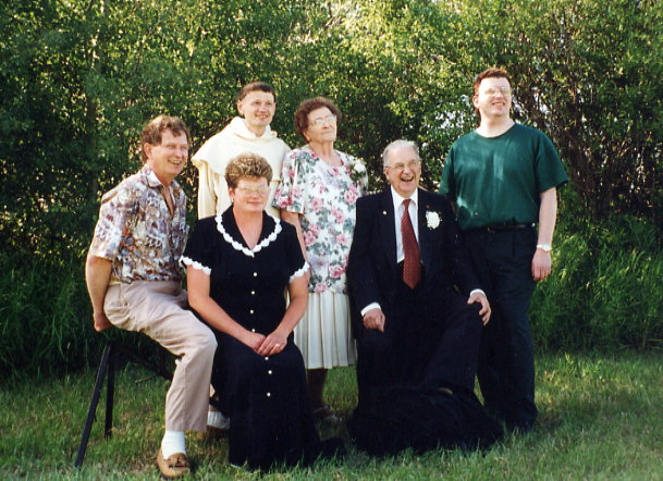 Image 3: Kallio-3.jpg Jeannie and Willard and their children L to R - Bob, Ricky, Jeannie, Willard, Randy Front – Lynn