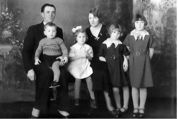 King Family Year: c1935 L/R: Harry, Wayne, Beryl, Mildred, Darlene and Eunice King