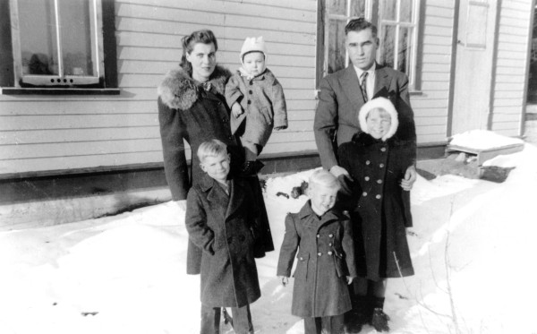 Agnes, Joe, Jack, Patricia, Don and Jim Year: 1942 Place Name: Reward