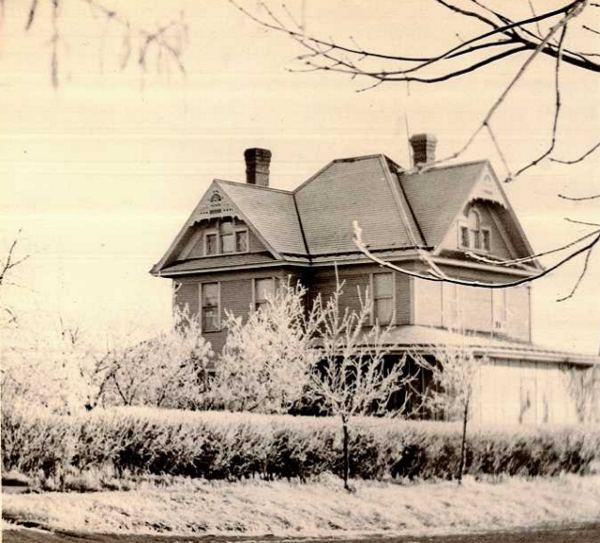 MacFarlane House Year: 1930 Place Name: Nikomis, SK The MacFarlane house in Nokomis which still stands to the present day 1930