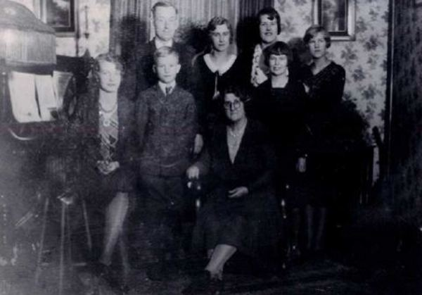 MacFarlane Family Place Name: Nokomis, SK Left to Right: Anne, Donald, William (Father) Jessee, Fannie (Mother) Marion, Hazel, Gladys