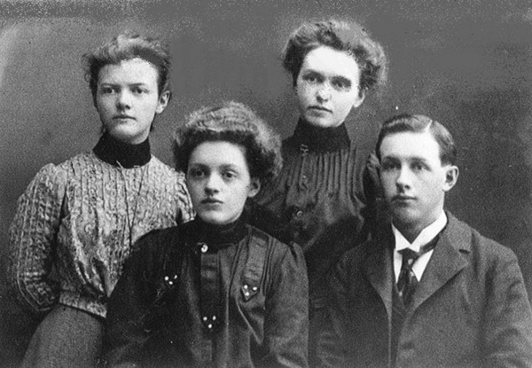 Murdoch Brothers and Sisters Place Name: Girvin, SK Top L-R: Francis, Jeanetta (Jean) Bottom L-R: Mae, George (Geordie)