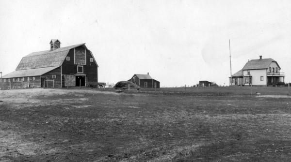 "Carl Norum Farmstead (SE1/4 28-29-25 W2) Year: 1939 Barn built in 1907; ""Old House"" built in 1904;""New House"" built in 1908"