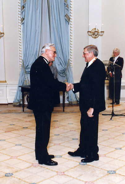 Walter Podiluk receiving Order of Canada Year: 1996 Place Name: Ottawa