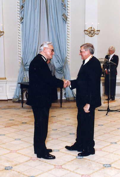 Walter Podiluk receiving Order of Canada Year: 1996 Place Name: Ottawa