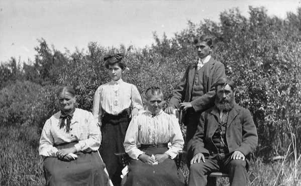 Twelve years after immigration  Year: 1905  Place Name: Strassburg  Seated:l. to r. Augusta Schwandt, 69 yrs.Johanna Schwandt, 52 yrs. Julius Schwandt, 47 yrs. Standing: Emelia Schwandt 19yrs. WihelmSchwandt 16 yrs.