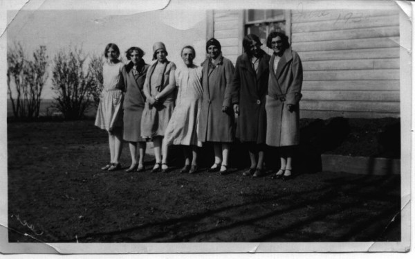 Sophia Gettins and her 6 daughters Year: 1930 Place Name: Eskbank Image Source: possibly Trevor Gettins This picture was taken on the Gettins homestead at the funeral of Uriah Gettins in August, 1930. Of their 11 children, 2 died in infancy, 1 son died during the 1918 Spanish flu epidemic and the eldest son died in an elevator accident. This left these 6 sisters, Olive (Carter), Violette (Torgerson), Reta (Wilder), Lovey Pearl (Talmage), Dorothy (Hurlburt) and Chelta (Drake) and the youngest son, Trevor Gettins.