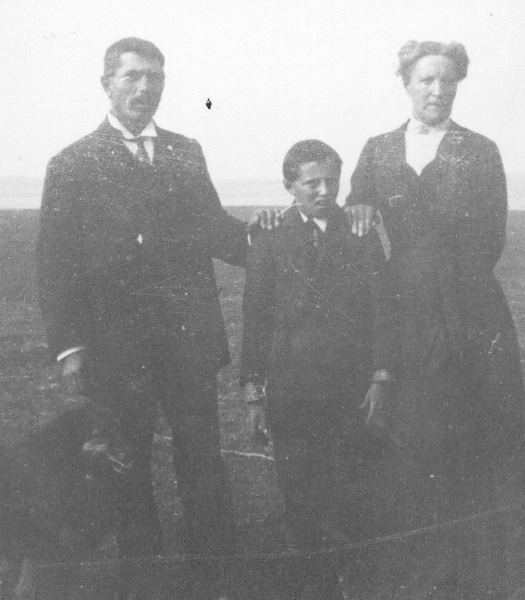 James & Blanche Start with son Wilfred Year: 1914