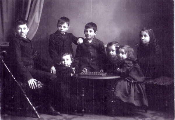 Charlotte and James Weir's children Charlotte and James Weir's children prior to moving west. back row L to R Thomas, George, Frederick, Mabel. around the table Cholar, Frances, Mary.